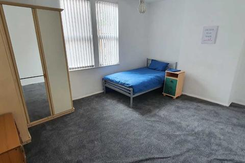 1 bedroom in a house share to rent - 3x Double rooms available in Moseley