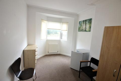 House share to rent - Norwich Avenue, Bournemouth BH2