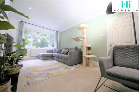 2 bedroom apartment - Cheviot Close, Banstead