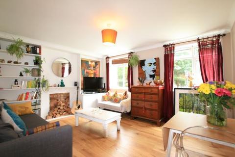 2 bedroom ground floor flat for sale - Hartington Road, Stockwell SW8