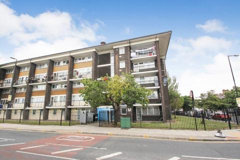 1 bedroom flat for sale - Haynes Close, Tottenham, N17