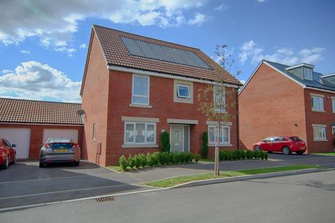 4 bedroom detached house for sale - Barleyfields Avenue, Bishops Cleeve, Cheltenham, Gloucestershire, GL52