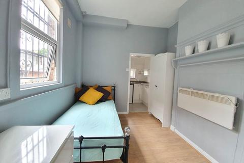 Studio to rent - London , N17