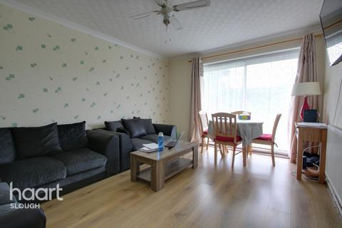 2 bedroom flat for sale - Cheviot Road, Slough