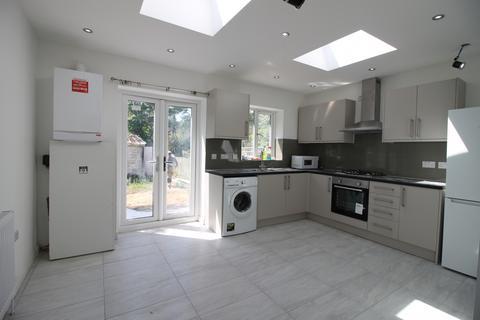 3 bedroom terraced house for sale - Merlins Avenue, Harrow HA2