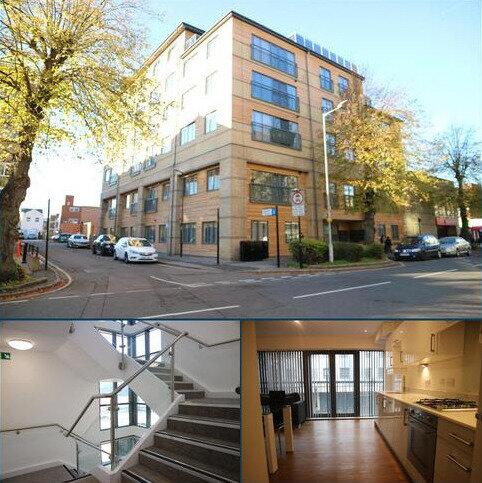 Studio to rent - The Grove, Slough, Berkshire SL1