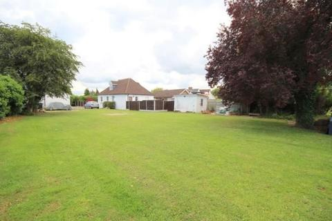 4 bedroom bungalow for sale - Green Lane, Staines-upon-Thames, Surrey, TW18 3LT