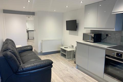 2 bedroom apartment to rent - Kirkstall Lane, Leeds, West Yorkshire, LS63EJ