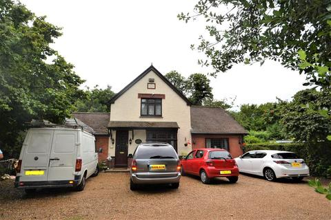 4 bedroom detached house for sale - The Cottage, Stanwell Place, Horton Road, Stanwell, Staines