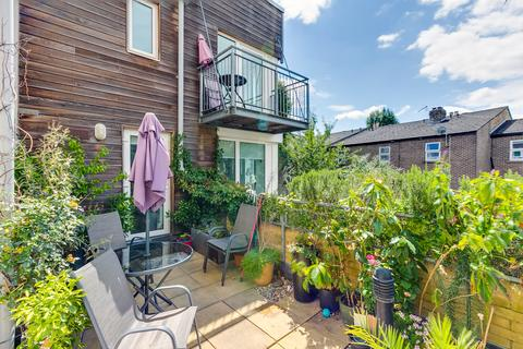 2 bedroom flat for sale - Temeraire Place, Green Dragon Lane, Brentford, Middlesex