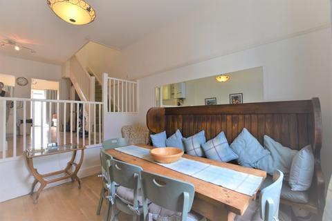 3 bedroom terraced house - York Street, Cowes