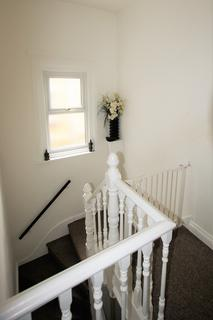 2 bedroom apartment to rent - 209 Twyford Avenue