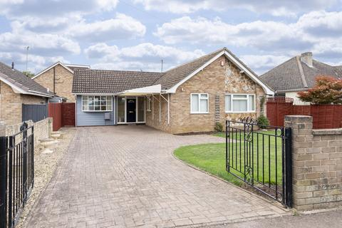 3 bedroom detached bungalow for sale - Warden Hill Road, Cheltenham GL51 3AU