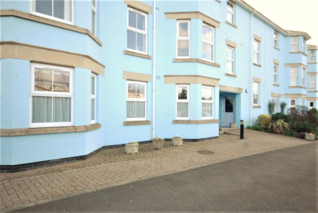 2 Bedrooms Flat for sale in Kings Court, Seaton