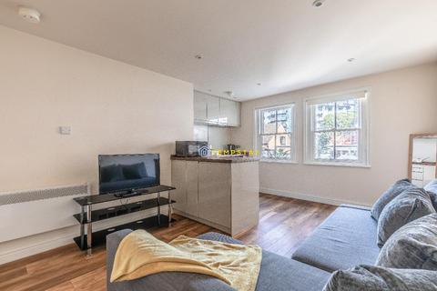Studio to rent - High Street, Maidenhead, SL6 1QJ