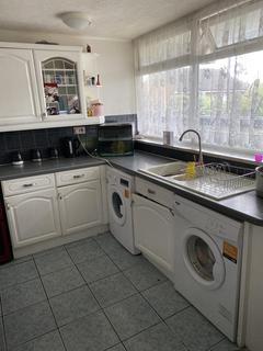 3 bedroom flat for sale - Rookery Gardens, Orpington, Kent, BR5 4BD