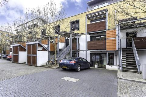 3 bedroom flat to rent - Mile End Road, London E1