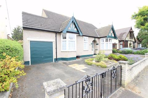 4 bedroom detached bungalow for sale - Gyllyngdune Gardens, Seven Kings, Essex, IG3