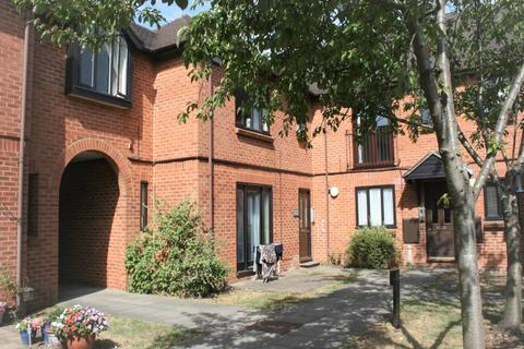 2 bedroom flat to rent - Plested Court, Aylesbury,