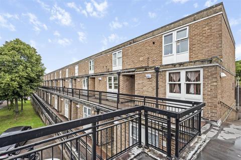 2 bedroom flat - Hulverston Close, Sutton