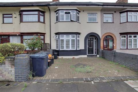 Flat to rent - Cantley Gardens, Ilford