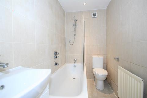 3 bedroom flat to rent - Elm Park, Stanmore, HA7