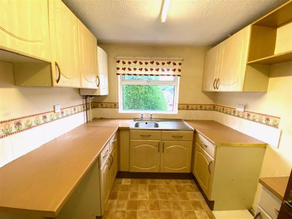 Norwood Road Birkby Huddersfield Hd2 2 Bed Semi