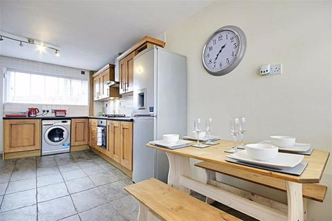 3 bedroom semi-detached house for sale - Masefield Drive, South Shields, Tyne And Wear