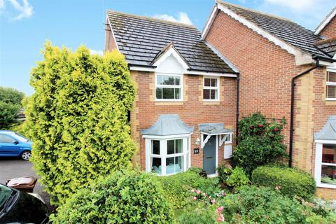 3 bedroom end of terrace house for sale - Morris Court, Aylesbury