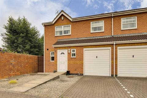 3 bedroom semi-detached house for sale - Violet Grove, Hucknall, Nottinghamshire, NG15 7TL