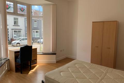 6 bedroom terraced house to rent - 14 Westbury Street Swansea SA1 4JN