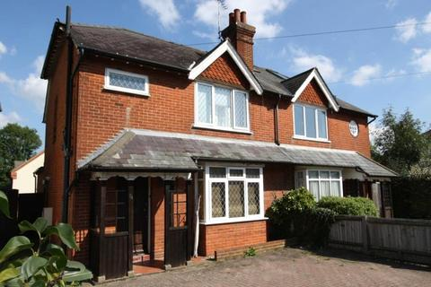 4 bedroom semi-detached house to rent - Aldershot Road, Guildford, Surrey, GU2