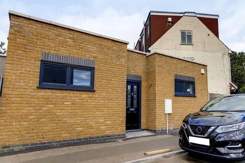 2 bedroom bungalow for sale - Staffa Road, Leyton, London, E10