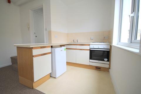 Studio to rent - St Georges Road, Brighton BN2