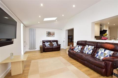 4 bedroom detached house for sale - Bancroft Chase, Hornchurch, Essex