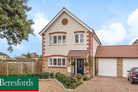 4 bedroom detached house for sale - Wyses Mews, Romford, Essex, RM1