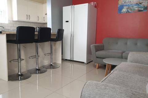 4 bedroom end of terrace house to rent - Crofton Street, M14 7ND
