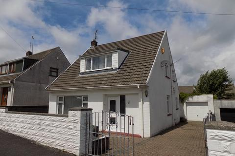 3 bedroom detached bungalow for sale - Woodland Rise, Pen-y-fai, Bridgend, Bridgend County. CF31 4NU