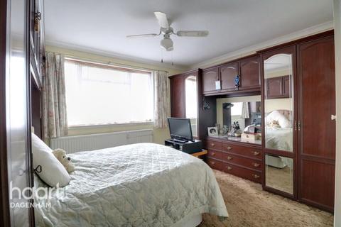3 bedroom semi-detached house for sale - Boleyn Gardens, Dagenham