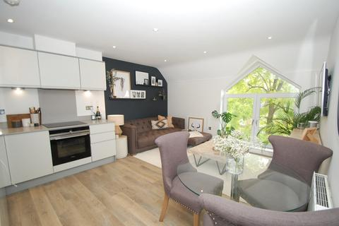 2 bedroom flat for sale - Prospect House, The Broadway, Farnham Common, SL2