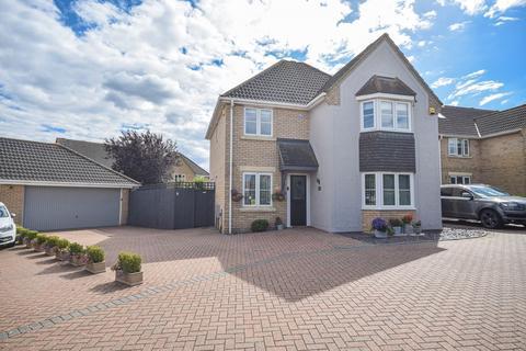 4 bedroom detached house for sale - Woodlands Park Drive, Dunmow, Essex, CM6