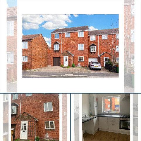 4 bedroom link detached house to rent - Linton Gardens, Beck ton, London, London E6