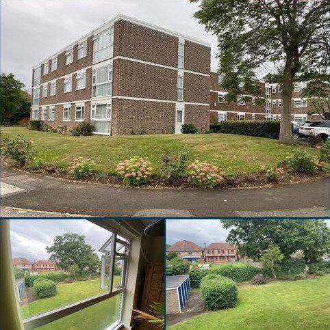 2 bedroom flat for sale - Stratton Close, Edgware, HA8