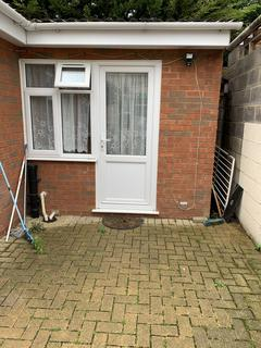Flat share to rent - Dunstable Road, Luton LU4