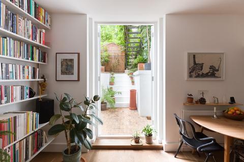 2 bedroom ground floor flat for sale - Cricketfield Road, London E5