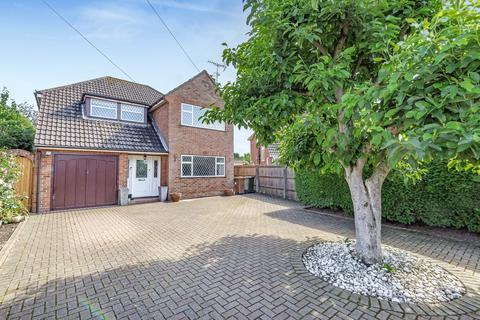 4 bedroom detached house for sale - Wrabness Way, Laleham, TW18