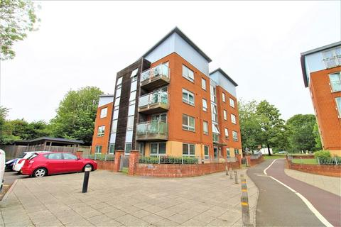 2 bedroom ground floor flat for sale - Five Acres, Crawley, West Sussex. RH10 8GB