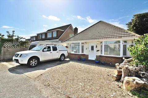 3 bedroom detached bungalow for sale - EXTENDED LARGE 3 BEDROOM  BUNGALOW  PLUS DINING ROOM - LOTS OF POTENTIAL  - PARKING FOR SEVERAL VEHICLES/CARAVAN...