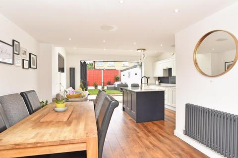 3 bedroom semi-detached house for sale - Links Close, Harrogate