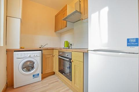 2 bedroom flat to rent - Farnham Road, Guildford, Surrey